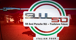Foto sportello rosso Porsche con adesivo dei 50 anni 911