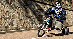 Atleta su Trike Drift in esibizione nella discesa di San Giorgio a Dlianova