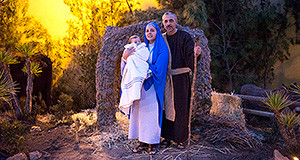 Foto di Gesù Bambino con Maria e Giuseppe per la rappresentazione del presepio Vivente a casa Dessy a Settimo San Pietro il 4 Gennaio 2014