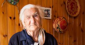 Foto di Signora teresa Pilleri di Dolianova che striiza l'occhio per i suoi 100 anni