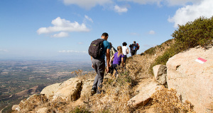 Foto di escursionisti in cammino per l'iInaugurazione dell'Itinerario Gli Antenati del Parteolla - Dolianova - 24 e 26 Ottobre 2014 - ParteollaClick