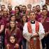 Foto di gruppo del Comitato di San Giorgio 2015 a Dolianova insieme a Don Mario Pili nella Cattedrale di San Pantaleo
