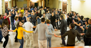 Foto della gente che balla alla Sesta Edizione Sa Castangia Arrostia - Donori 8 Dicembre 2015 - ParteollaClick