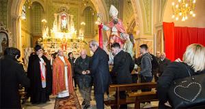 Foto del Simulacro di San Biagio che parte in Processione dall'interno della Chiesa omonima a Dolianova - San Biagio 2016 - Dolianova - 3 Febbraio 2016 - ParteollaClick