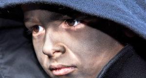 Foto di un bambino vestito da Thurpeddos, la maschera tradizionale di Orotelli, in occasione del Carnevale 2017 sfilata Sos Thurpos e Sos Thurpeddos - Orotelli - Domenica 26 Febbraio 2017 - ParteollaClick